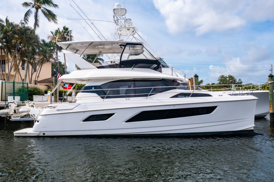 Aquila 44 - Points South II - Exterior Profile