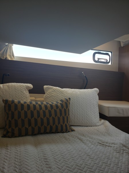 2019 33 Jeanneau Express - Guest Stateroom