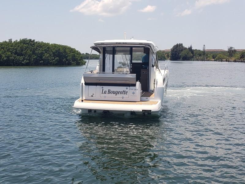 2019 33 Jeanneau Express - Transom Profile