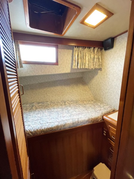 Fwd port G cabin1