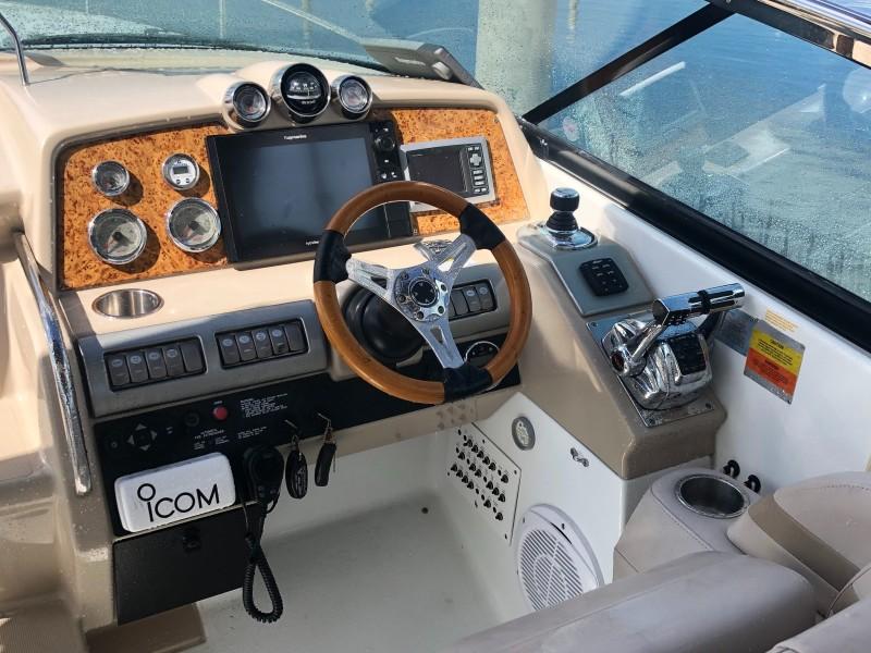 2009 35 Formula Sun Sport - Helm/Electronics