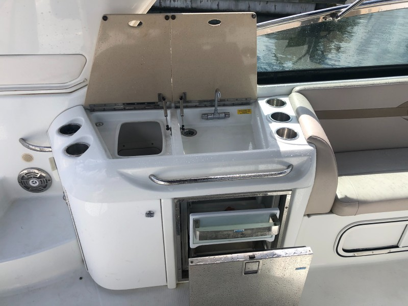 2009 35 Formula Sun Sport - Cockpit Wetbar
