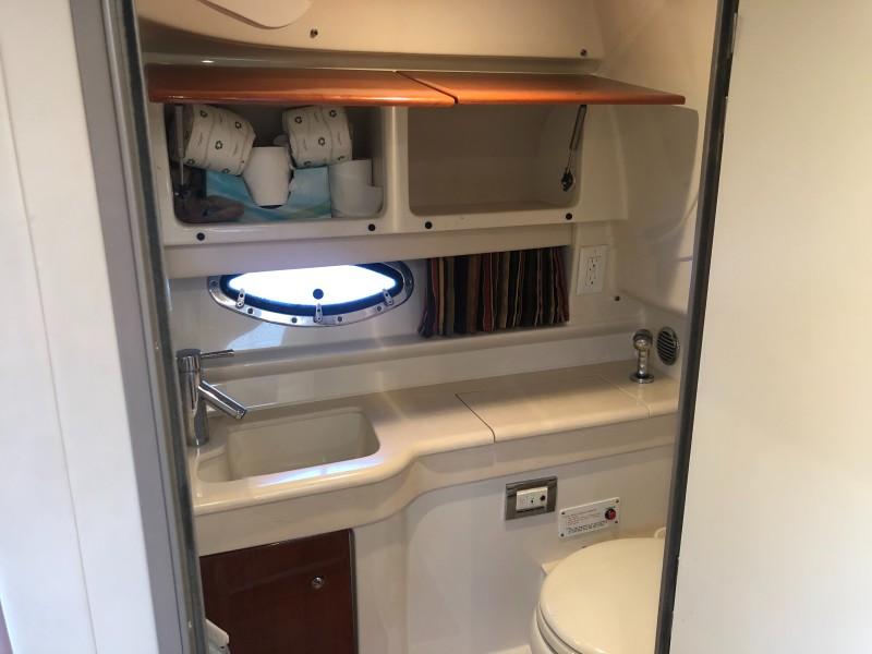 2009 35 Formula Sun Sport - Interior Cabin Head
