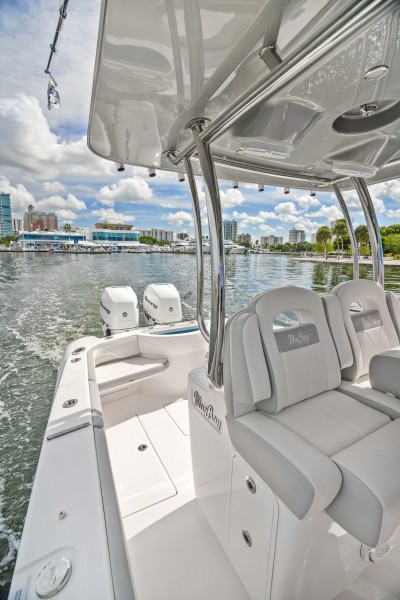 2019 33 Mag Bay Center Console - Aft Seating