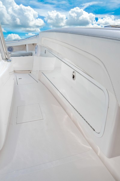 2019 33 Mag Bay Center Console - Starboard Side