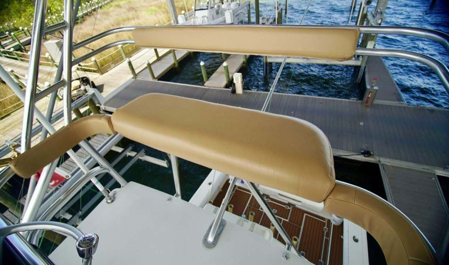Tower Helm Seat