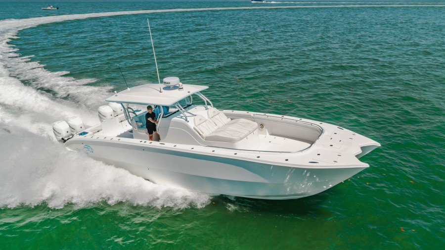 Prowler 42 - Starboard Profile