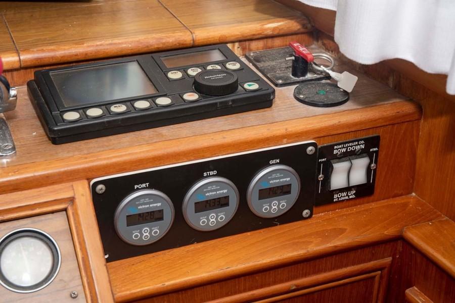 Robertson AP300X Autopilot with GPS and Radar Interface