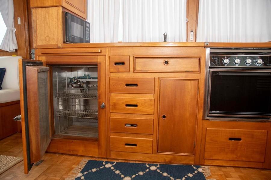 Grunert Holding Plate Refrigerator Under Counter