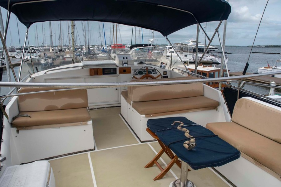 Flybridge Seating Fore and Aft