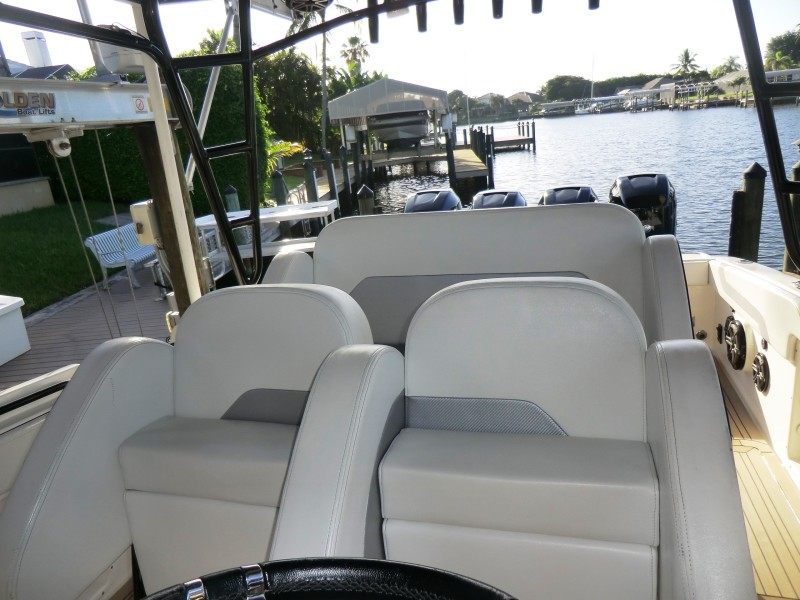 2012 Motion Marine 42SF Helm And Guest Seating