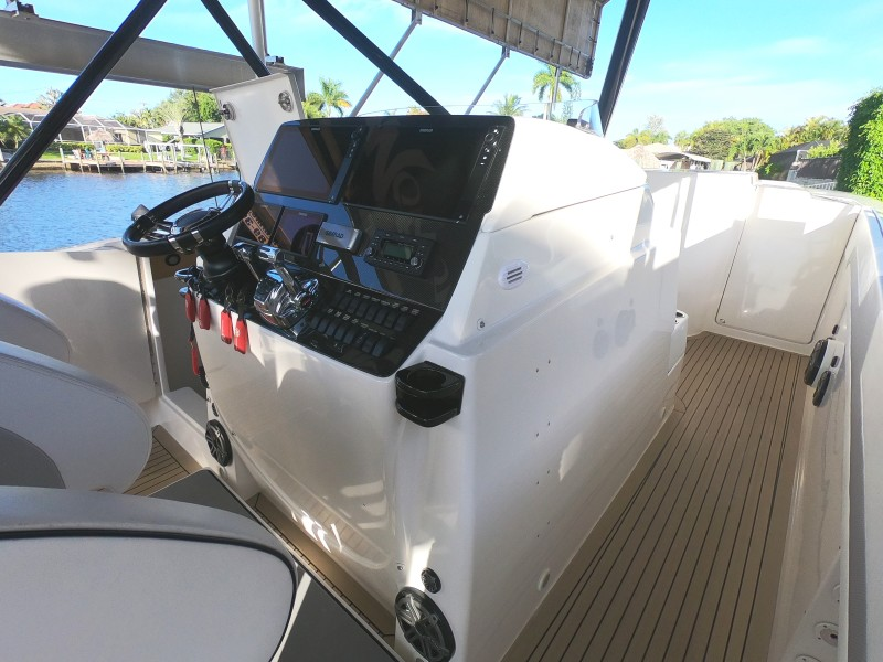 2012 Motion Marine 42SF Helm And Foredeck