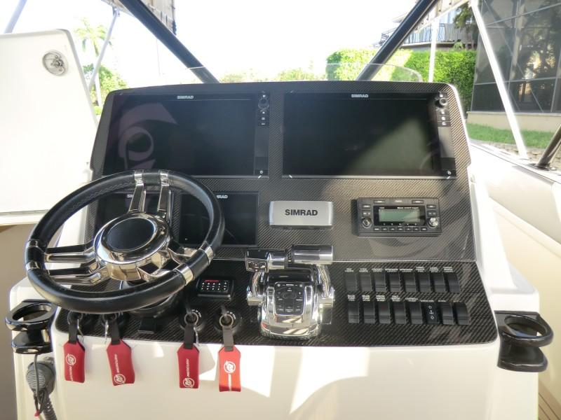 2012 Motion Marine 42SF Helm