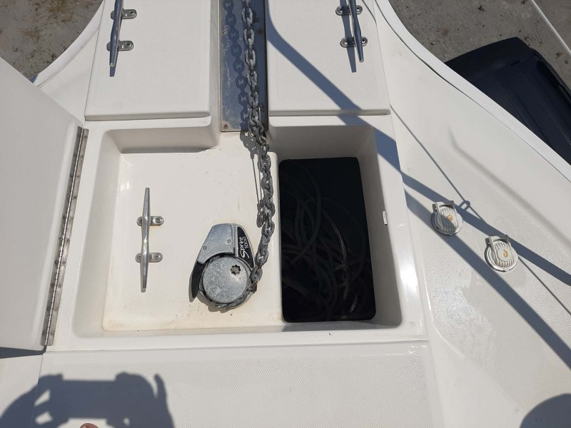 Windlass With 25' Chain And 200' Rope