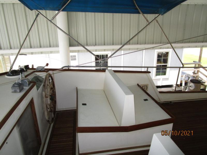 49' Grand Banks flybridge starboard