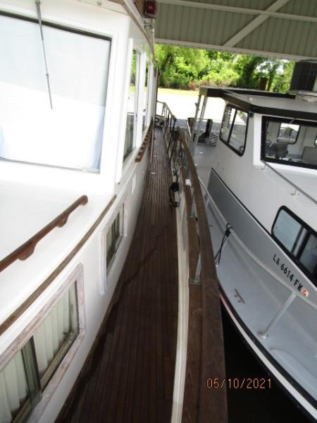 49' Grand Banks port side deck2