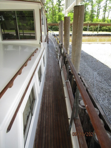 49' Grand Banks starboard side deck1