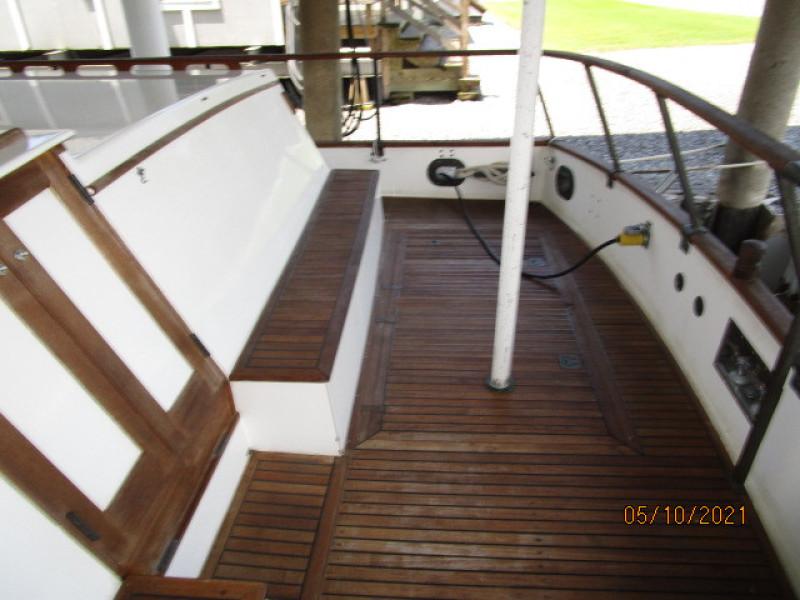 49' Grand Banks aftdeck starboard