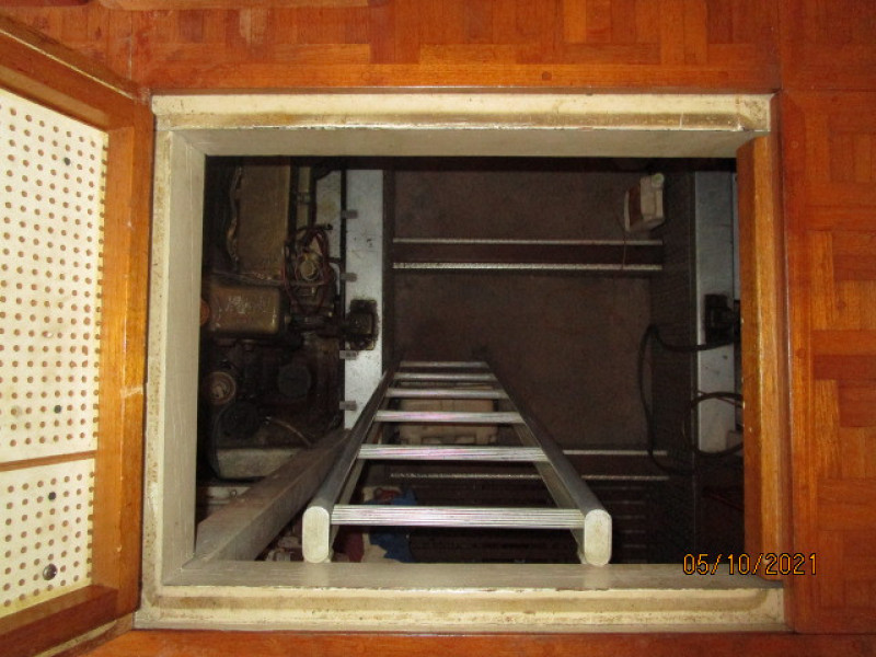 49' Grand Banks engine room access