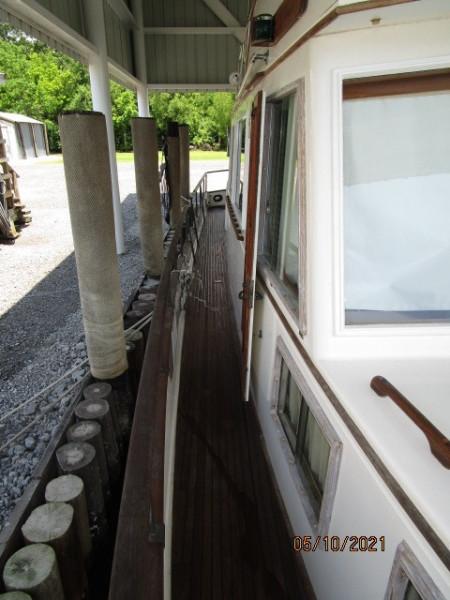 49' Grand Banks starboard side deck2