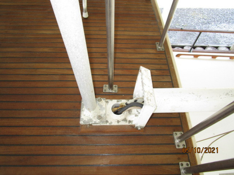 49' Grand Banks mast hinge