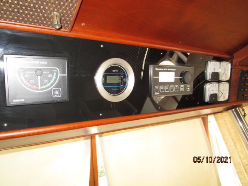 49' Grand Banks lower helm electronics