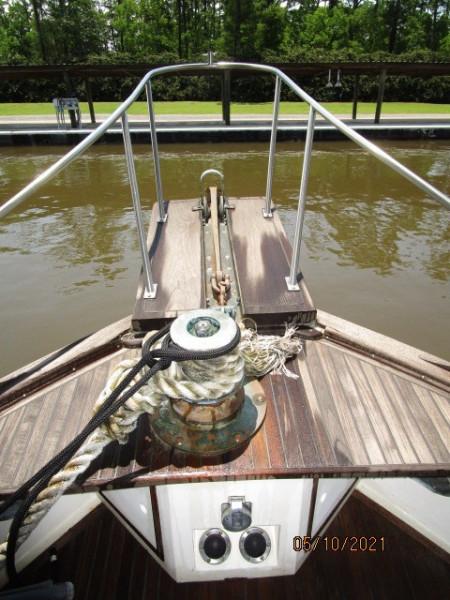 49' Grand Banks anchor windlass