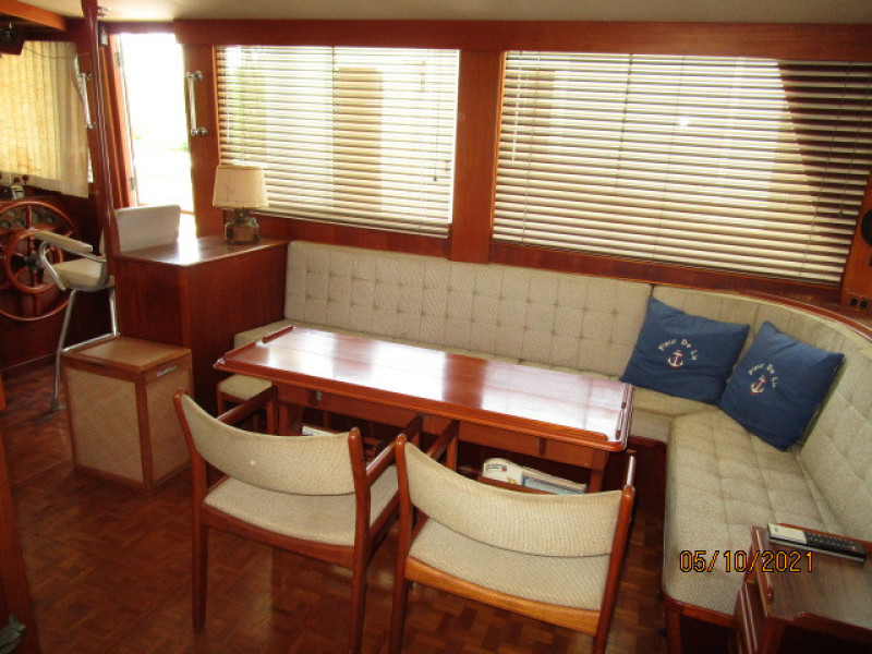 49' Grand Banks salon starboard