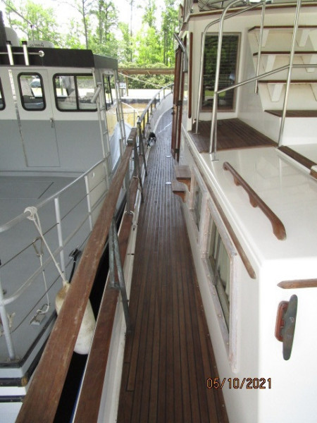49' Grand Banks port side deck1
