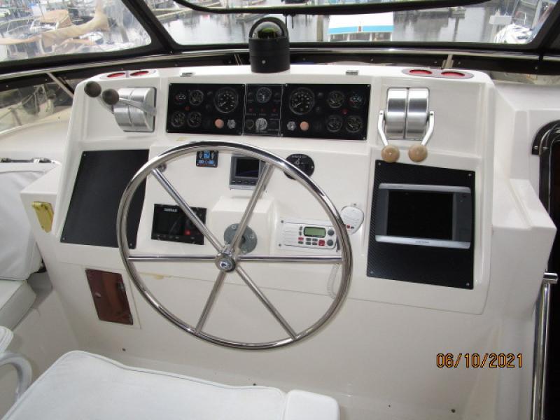 55' Symbol flybridge helm2