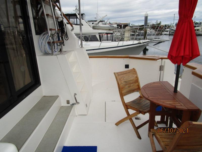 55' Symbol cockpit starboard