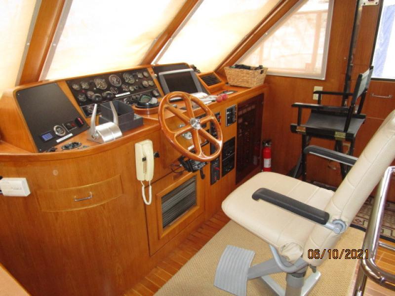 55' Symbol pilothouse helm1