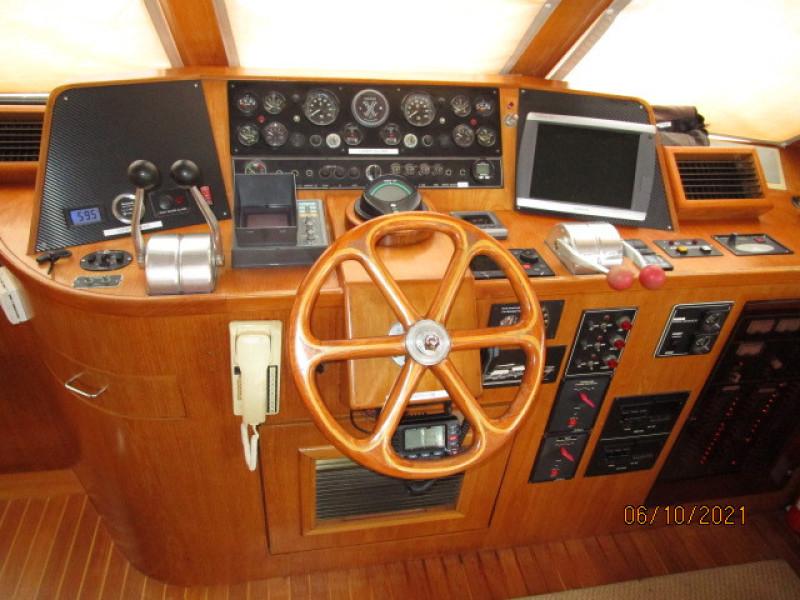 55' Symbol pilothouse helm2