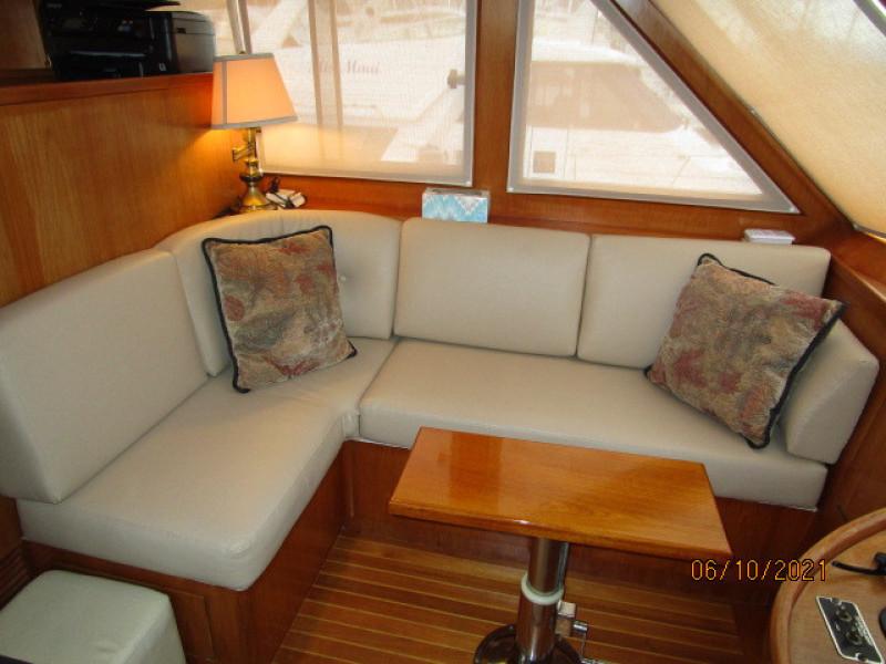 55' Symbol pilothouse port seating