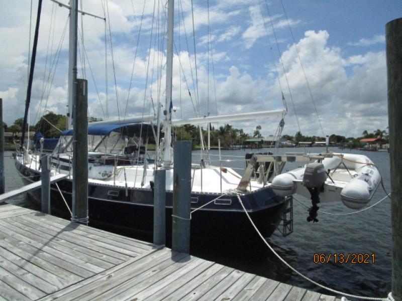 51' Morgan port aft profile