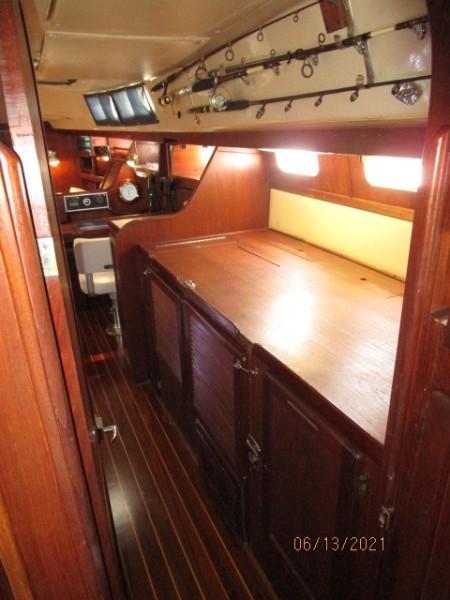 51' Morgan starboard companionway