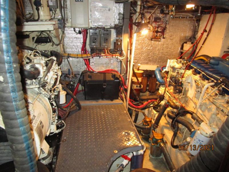 51' Morgan mechanical compartment2