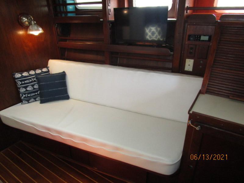 51' Morgan salon starboard seating