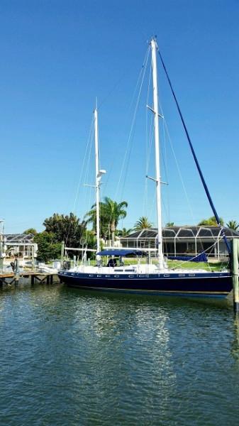 51' Morgan starboard forward profile