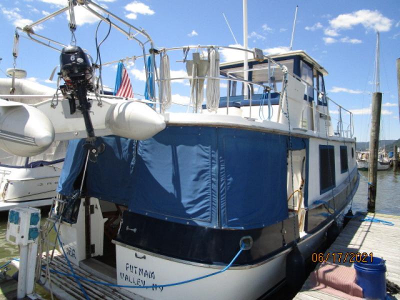36' Kadey-Krogen starboard aft profile2