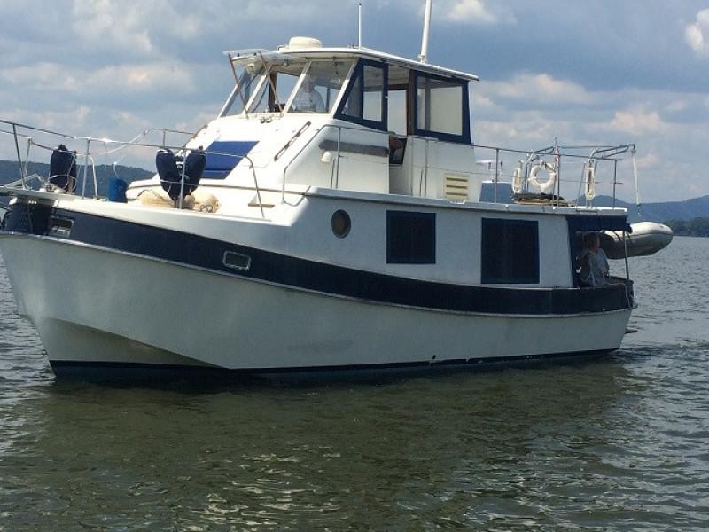 36' Kadey-Krogen port forward profile