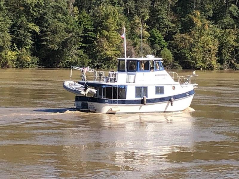 36' Kadey-Krogen starboard aft profile1