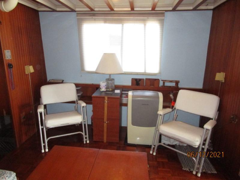 36' Kadey-Krogen salon starboard