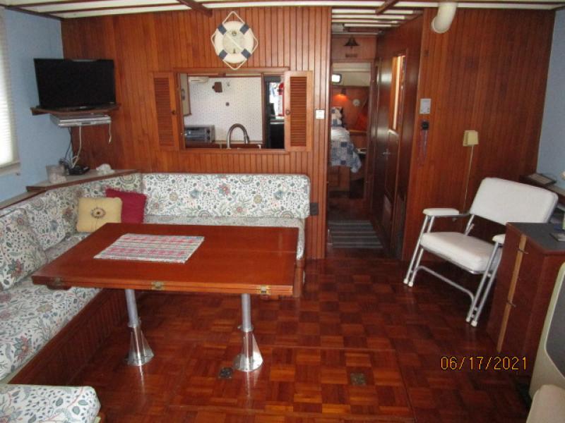 36' Kadey-Krogen salon forward