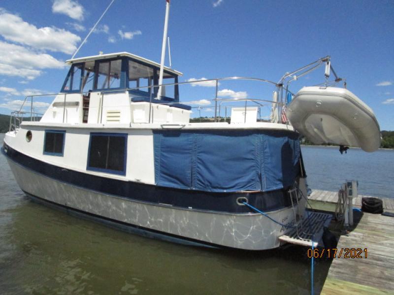 36' Kadey-Krogen port aft profile2