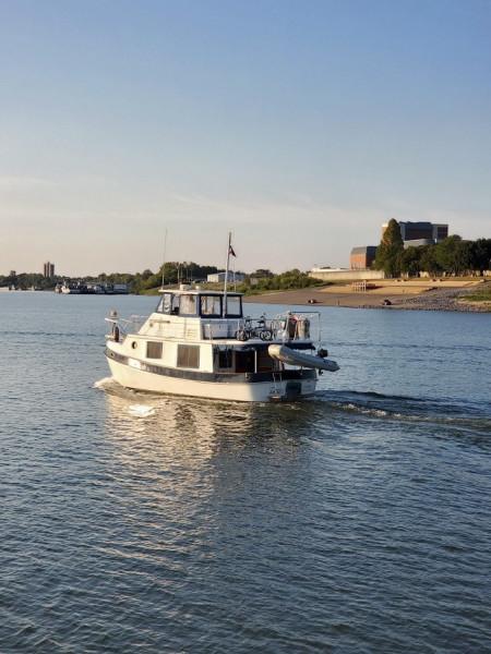 36' Kadey-Krogen port aft profile3