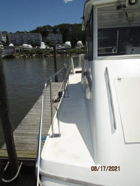 36' Kadey-Krogen flybridge starboard side deck
