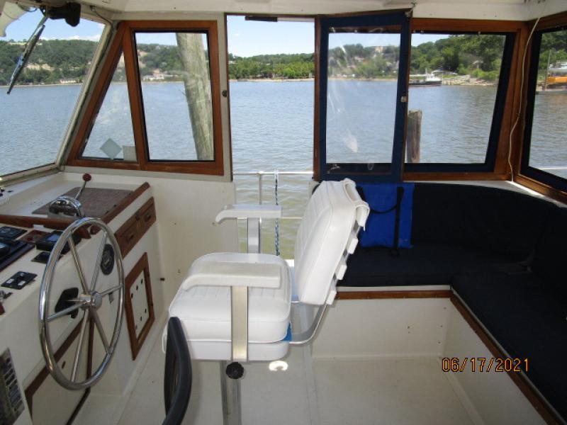 36' Kadey-Krogen flybridge starboard