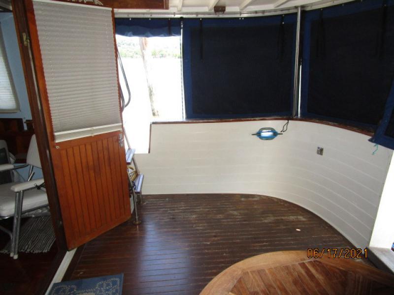 36' Kadey-Krogen aftdeck starboard