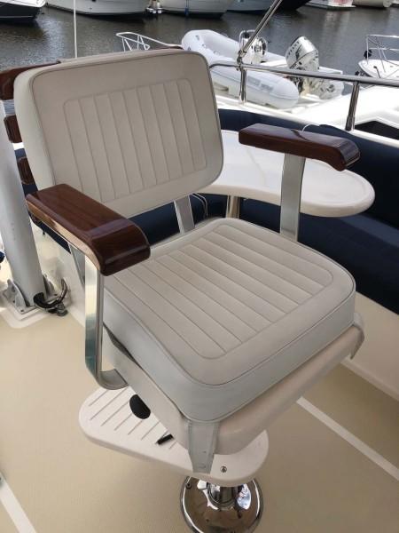Helm Chair